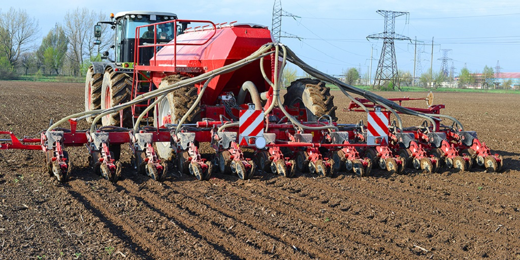 Applications of Excavators in Modern Farms