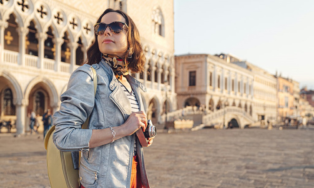 Look Elegant and Stylish When Traveling to Italy
